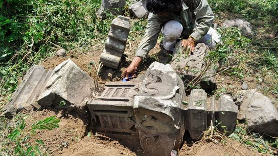 Historic grave markers revealed by the 2004 Indian Ocean tsunami prompted researchers to look for evidence ...