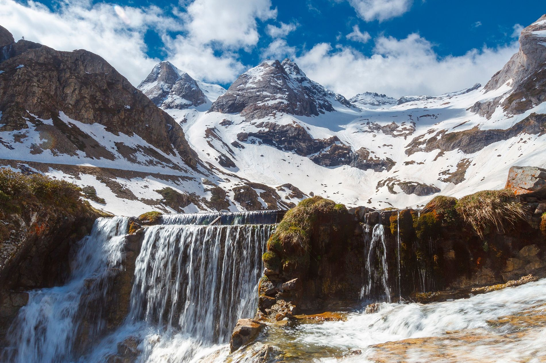 A seismometer in the Pyrenees Mountains is listening to the sounds of river ice melting and refreezing. Using earthquake monitors to eavesdrop on nature can help scientists more closely monitor climate change.