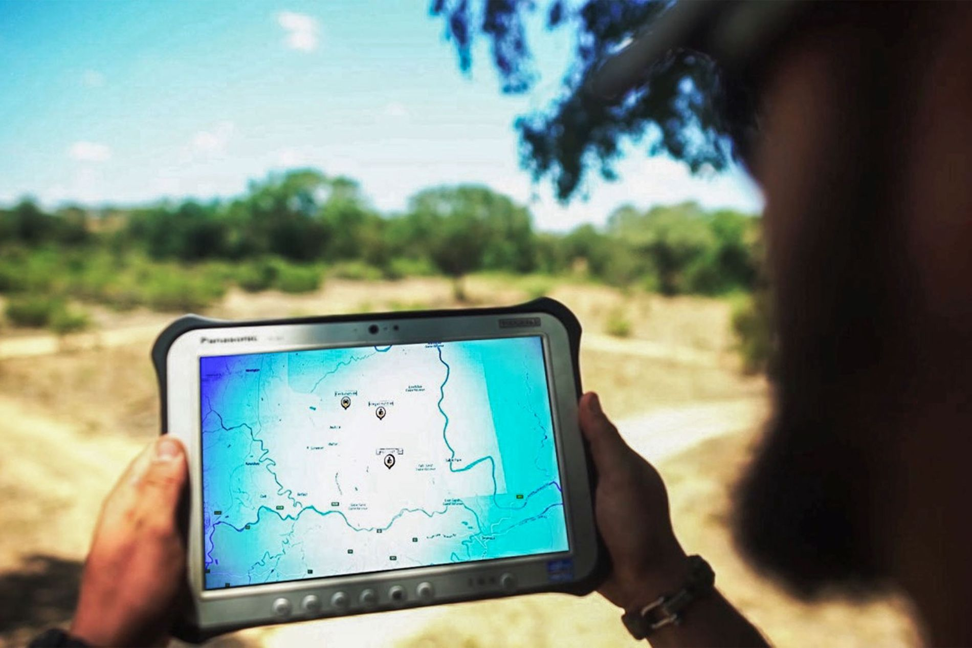 A new, high-tech alarm system helps rangers in a reserve in South Africa stop poachers from killing rhinos and other wildlife.