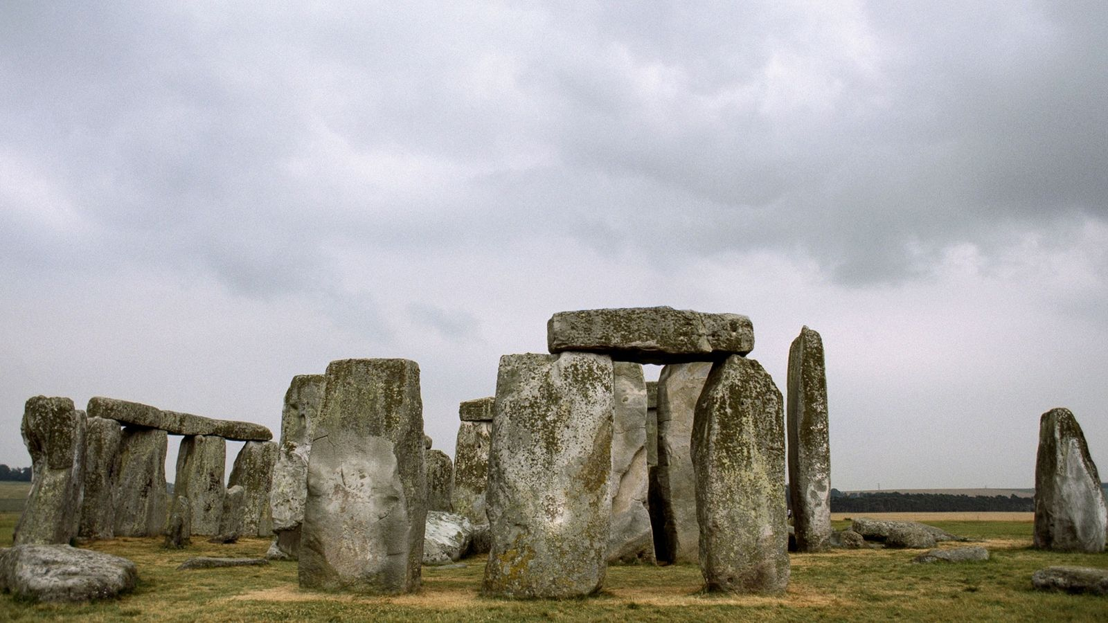 Many ceremonial sites built around Stonehenge in the late Neolithic period attracted people who came from ...