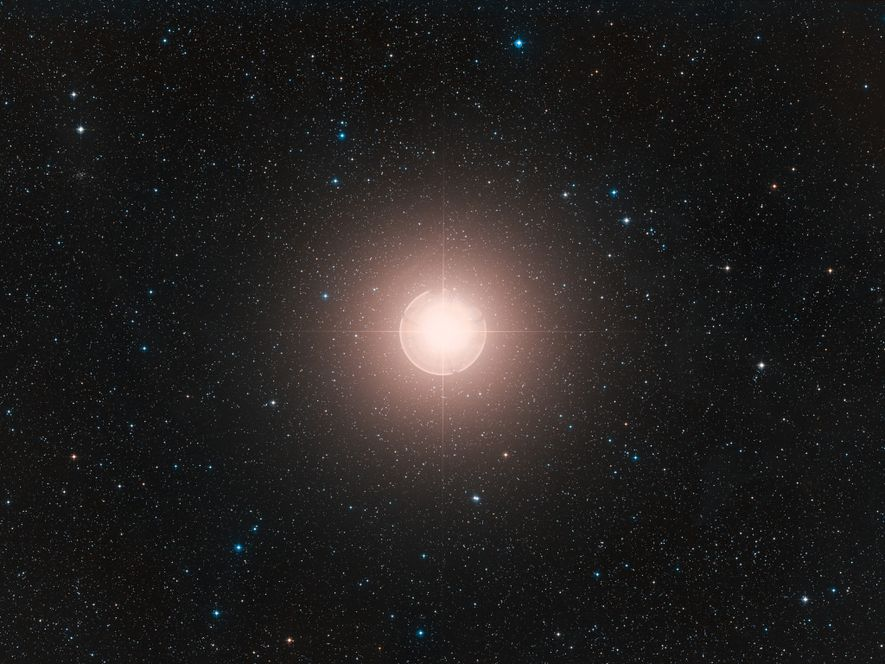 Oddly dimming star isn't about to explode after all