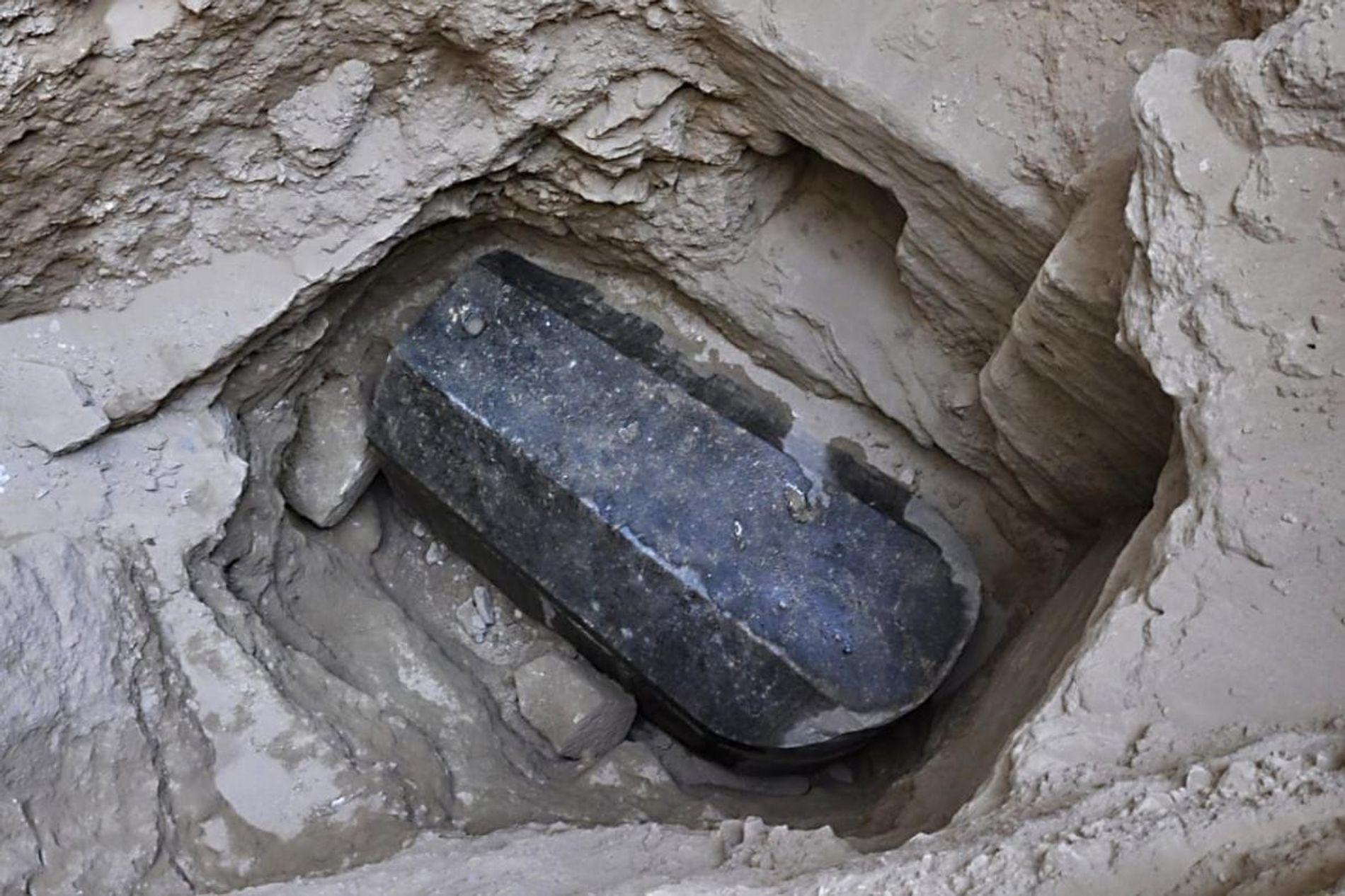 The discovery of this 30-ton sealed granite sarcophagus, believed to be some 2.000 years old, is ...