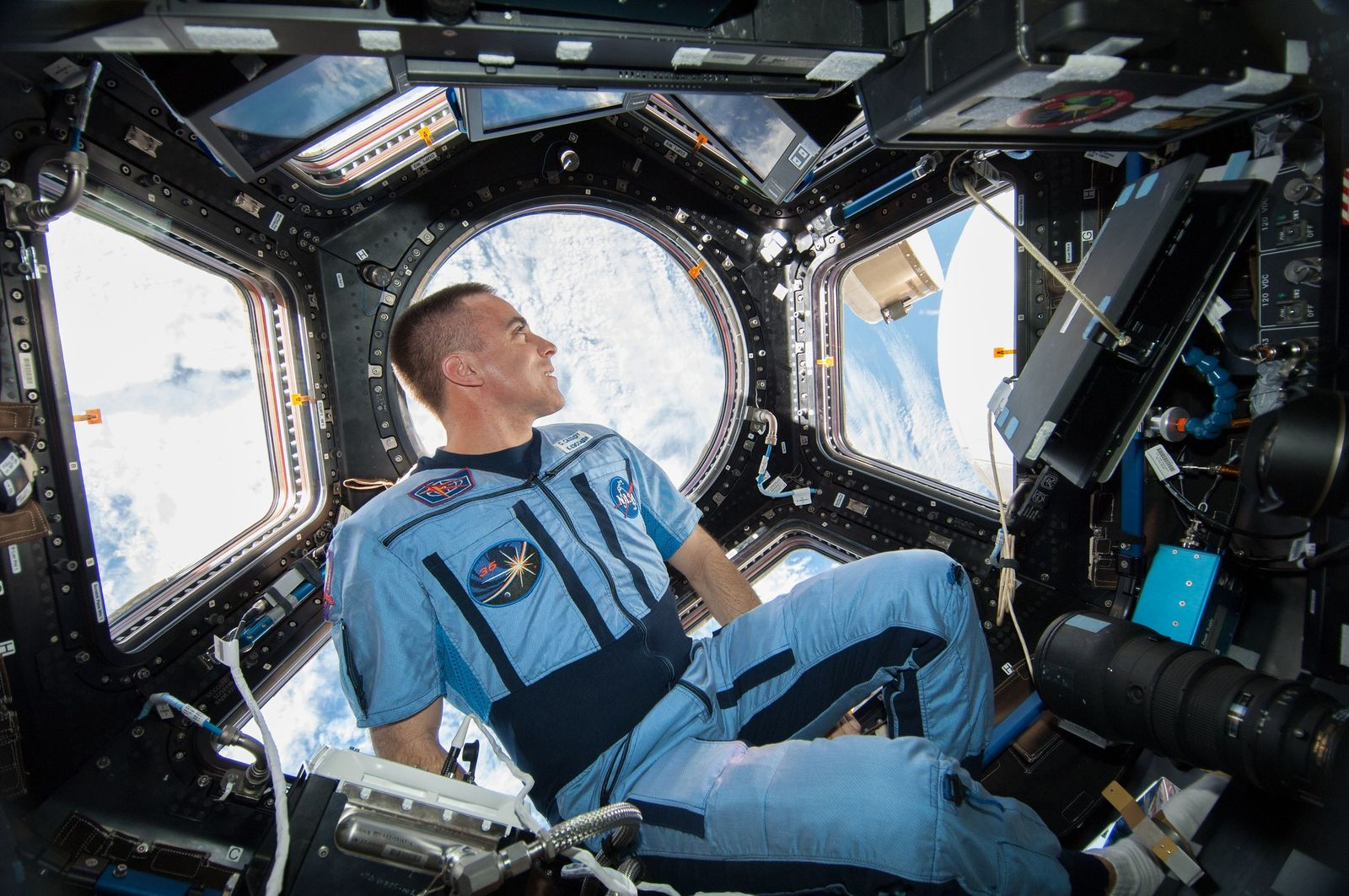 Stuck in a cramped space? This astronaut has some advice.