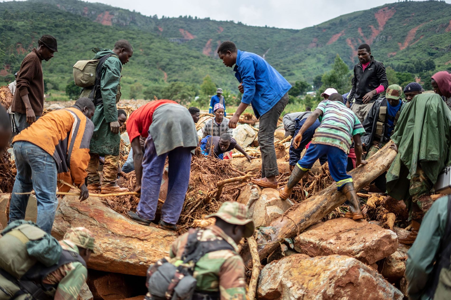 Members of the public and military personnel search for survivors and bodies in Ngangu township Chimanimani ...