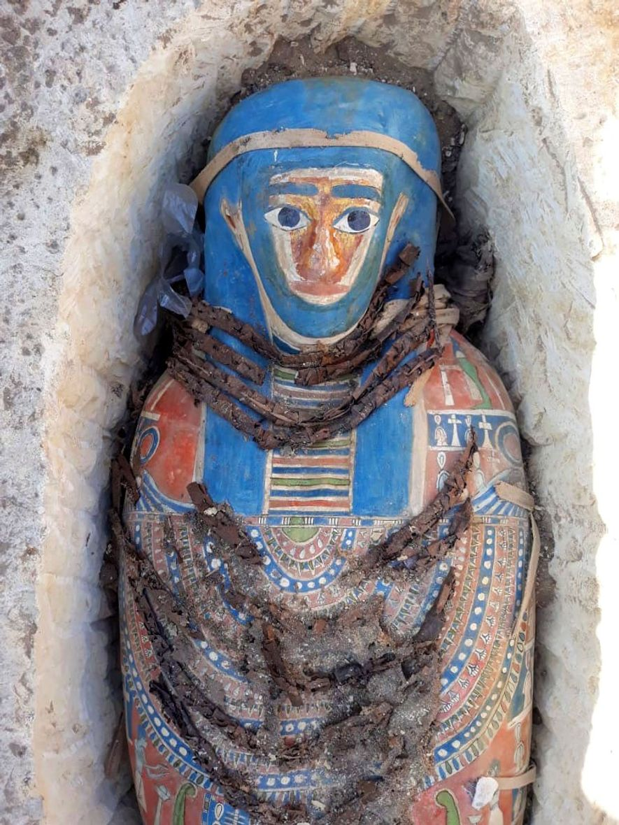 Ancient Egyptian mummies discovered near pyramid