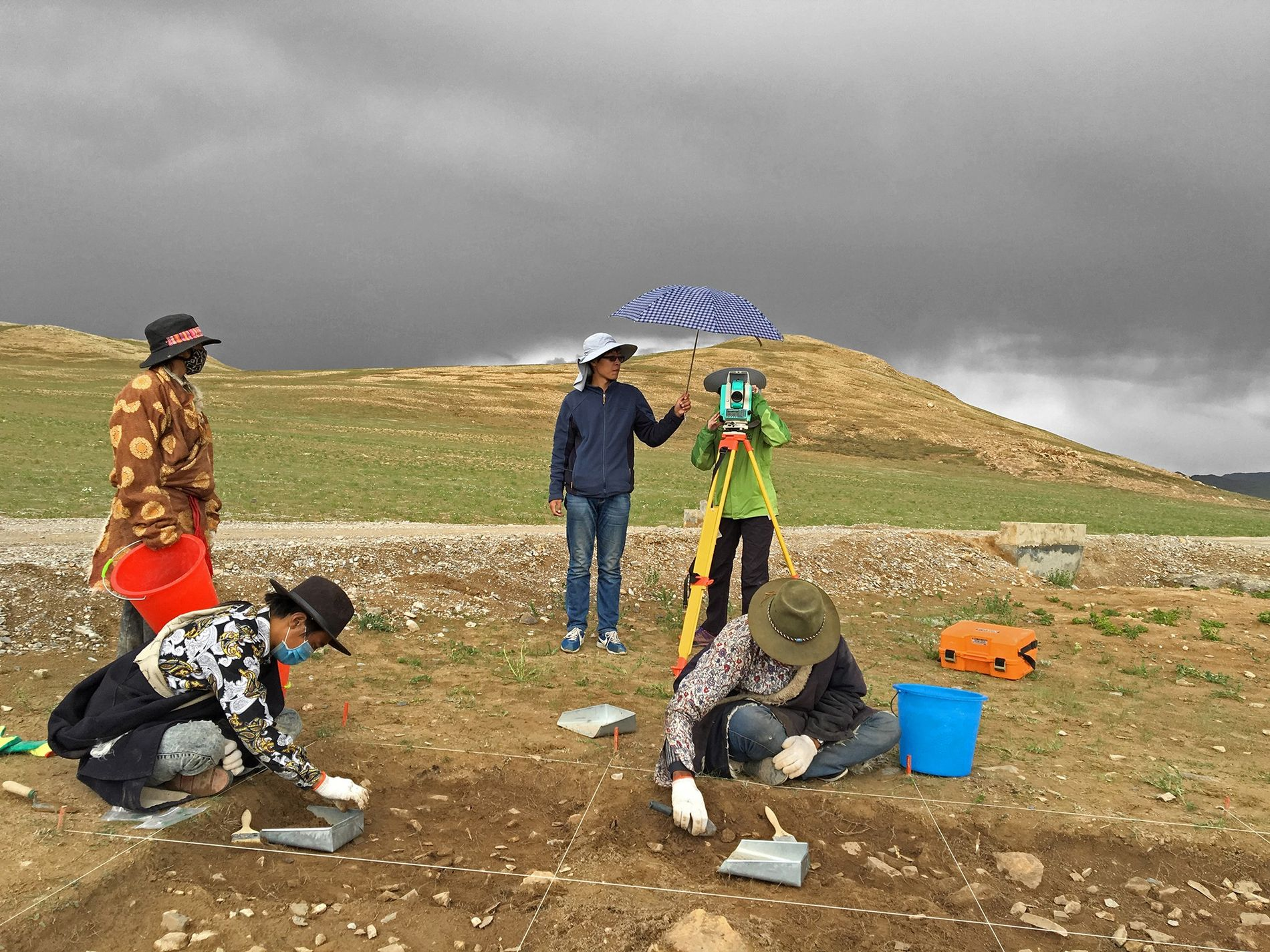 A team excavates at the Nwya Devu site on the Tibetan Plateau.