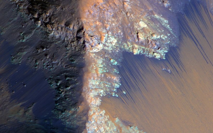 NASA Finds 'Definitive' Liquid Water on Mars