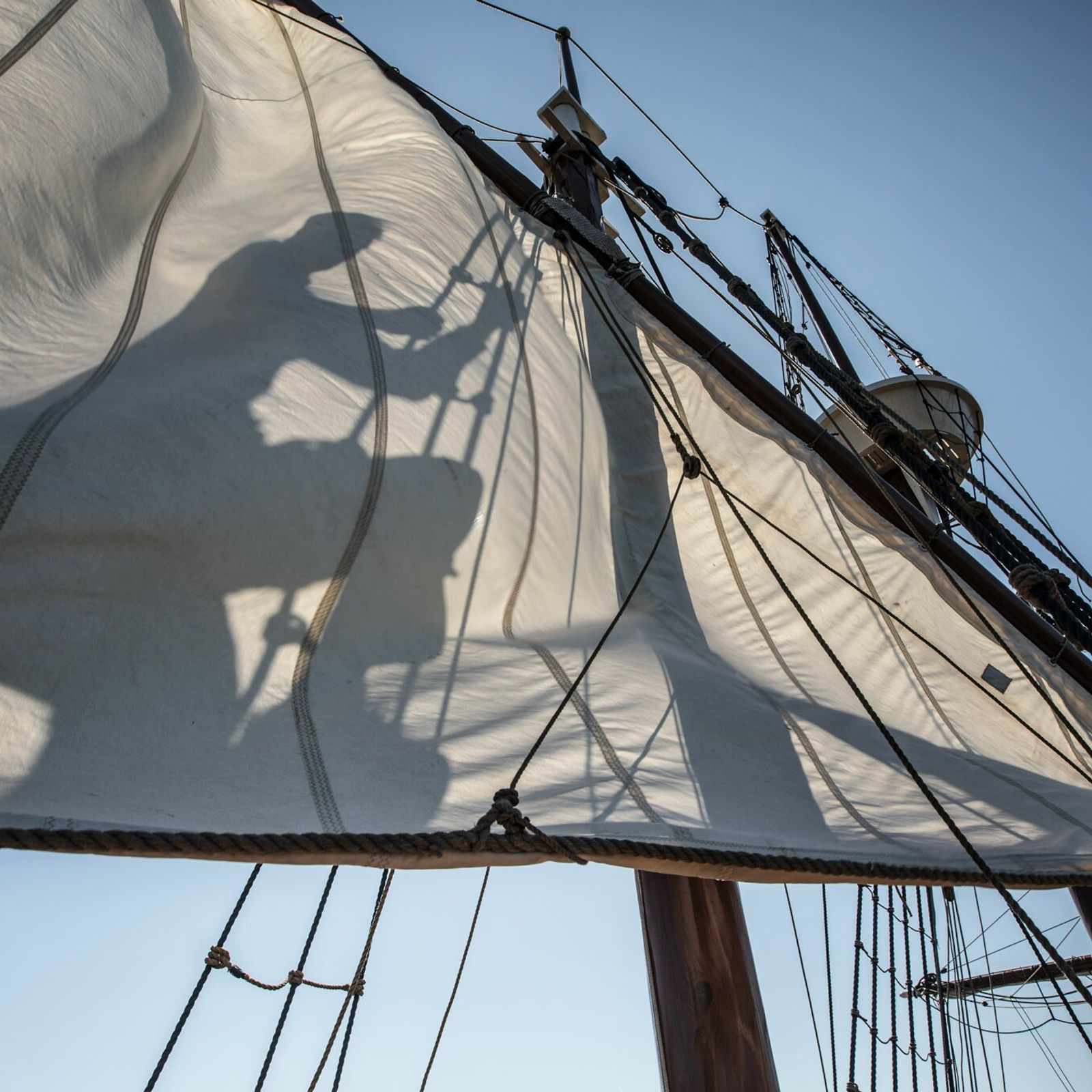 More than a hundred men, women, and children sailed from England to North Carolina in 1587 ...