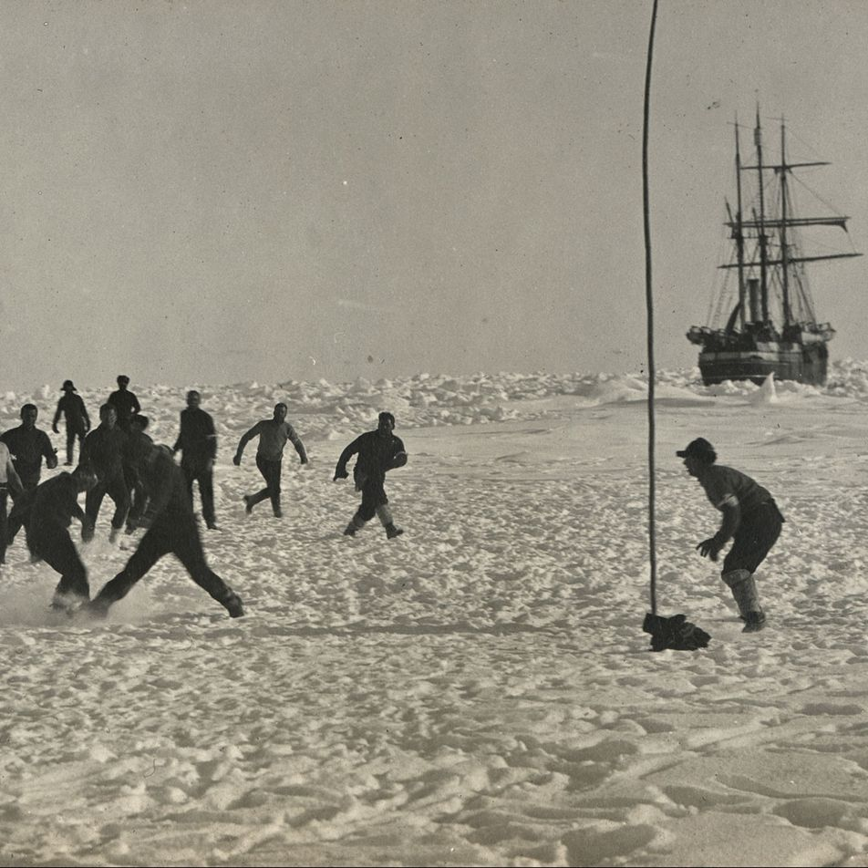How polar explorers survived months of isolation without cracking