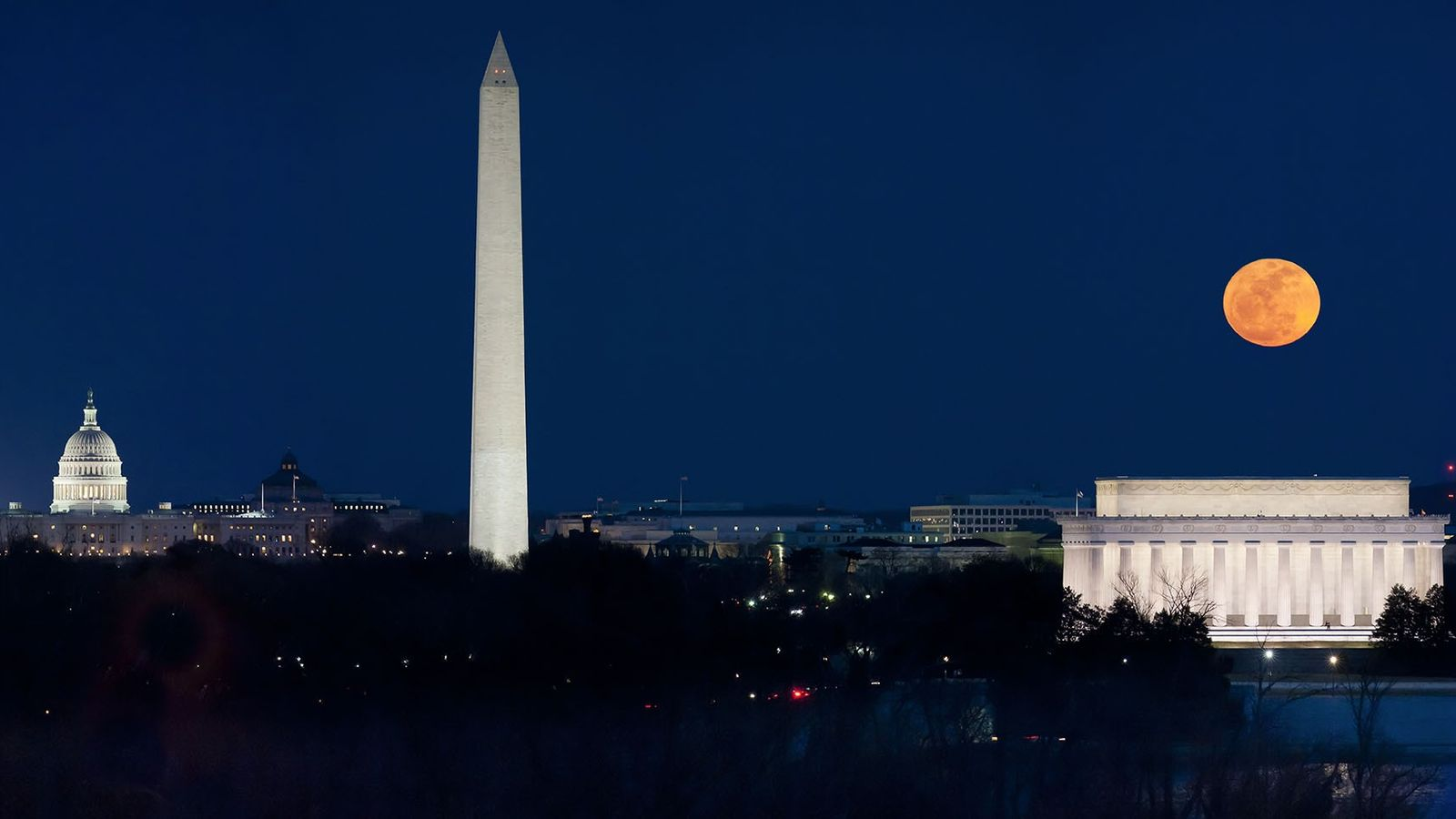 A panorama shows the March 19th, 2011, supermoon hanging over the monuments of Washington, D.C.