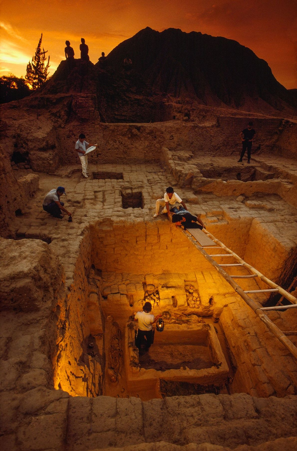 The remarkable discovery in 1987 of the Royal Tomb of Sipán may have been unwittingly aided ...