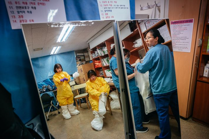 Jo An-na, 35, and Seong Geum-ran, 33, put on Level-C protection at the ICU nurses' station ...