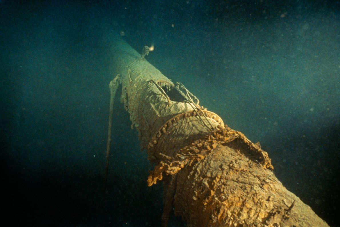 The toppled forward mast of the Titanic shows the position of the crow's nest, now missing.