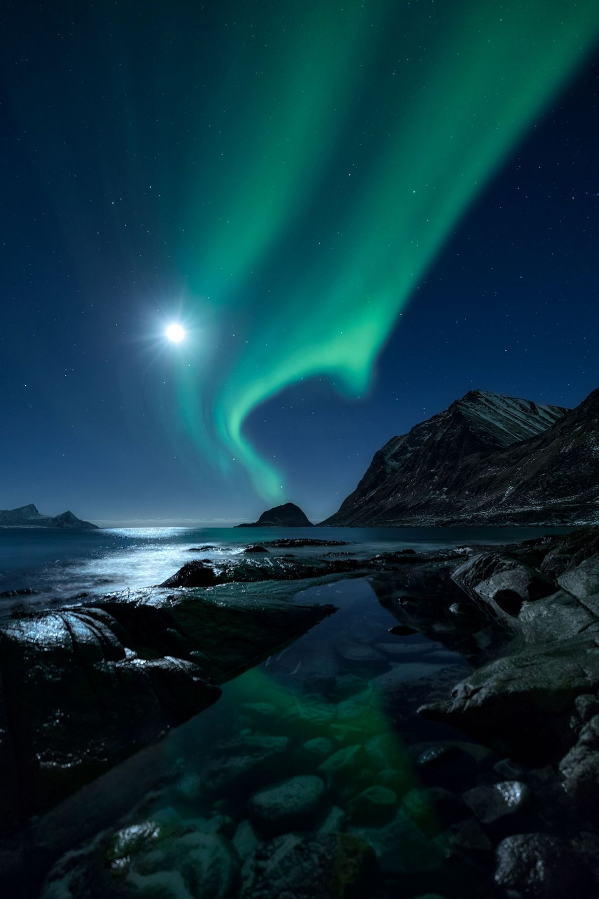 04_astronomy_photo_winners_aurorascape-mikkel-beiter