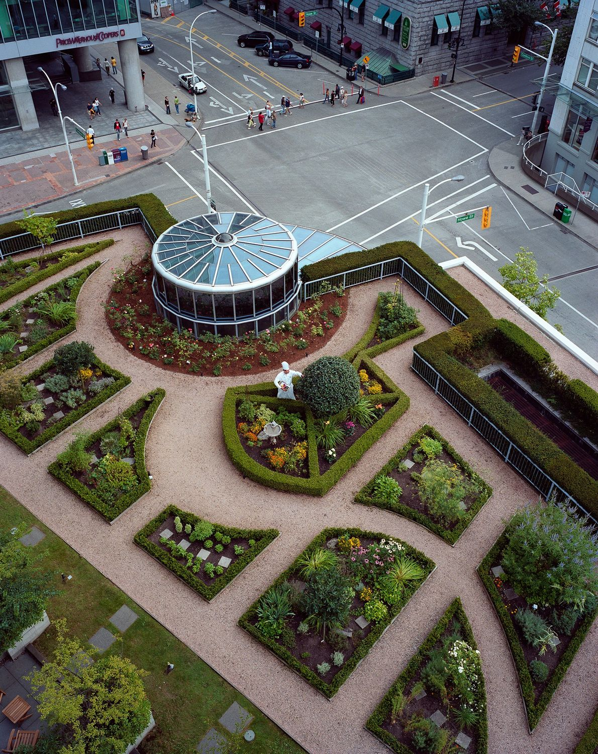 The Fairmont Waterfront Hotel in Vancouver, Canada, is proof that green roofs do more than look ...