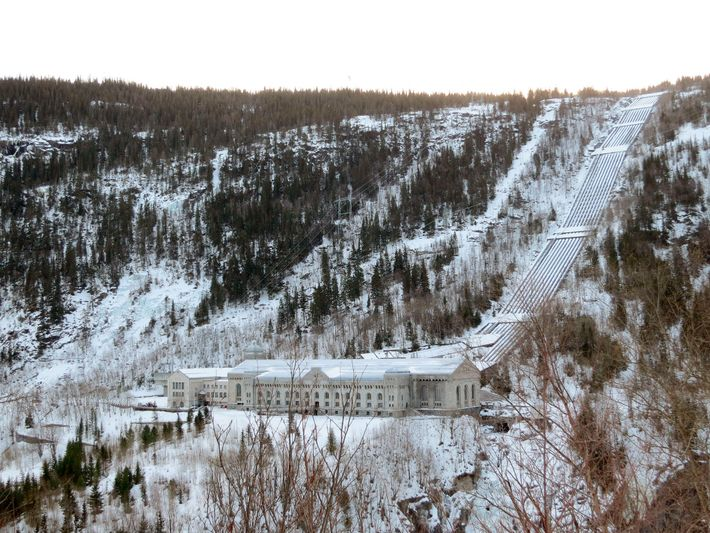 British-trained Norwegian saboteurs scaled a cliff to destroy the Norsk Hydro heavy water plant—and prevent the ...
