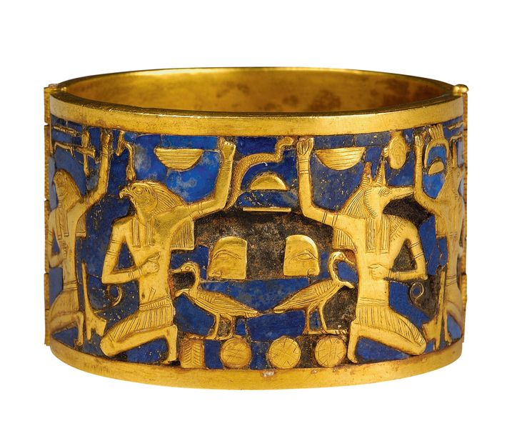 Decorated with gold and lapis lazuli, this band depicts the souls of Pe and Nekhen, the ...