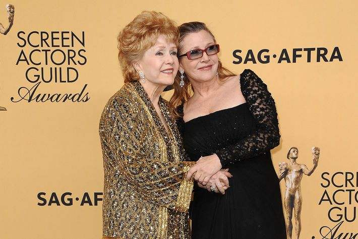 Debbie Reynolds poses with he daughter Carrie fisher at the 21st annual Screen Actors Guild Awards ...