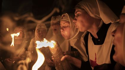 See Powerful Images of Pilgrims Celebrating Easter in Jerusalem