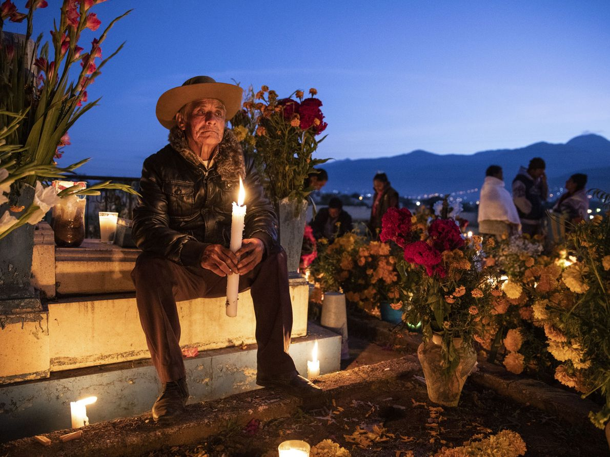 """I met this gentleman, at dawn in the historic cemetery of Atzompa, Oaxaca"", says National Geographic ..."