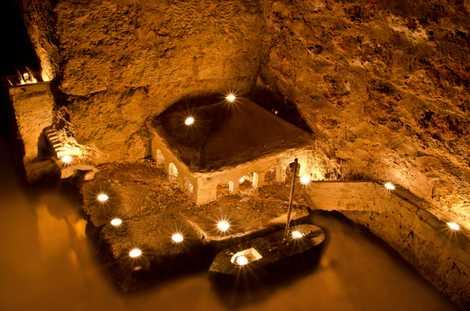 The dark art of the Parisian catacombs