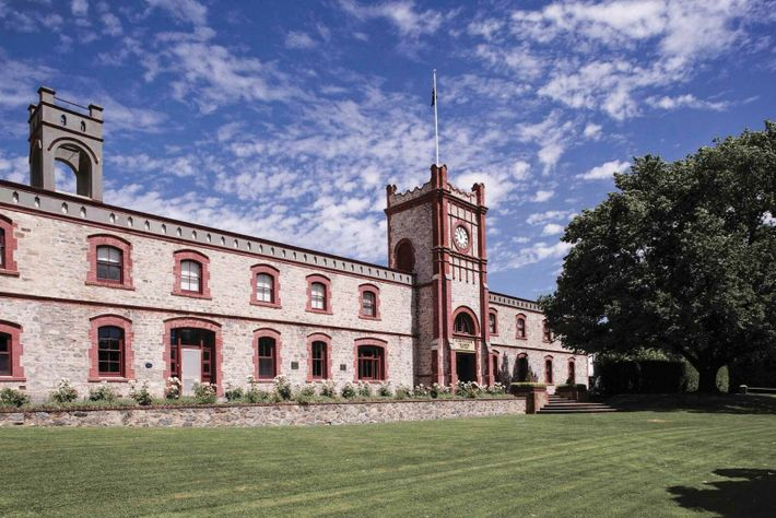 Founded in 1845, Yalumba is Australia's oldest family-owned winery, owned by fifth-generation winemakers and set in ...