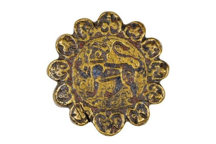 A pommel from a 12th-century dagger bears the image of a lion, a heraldic device from ...
