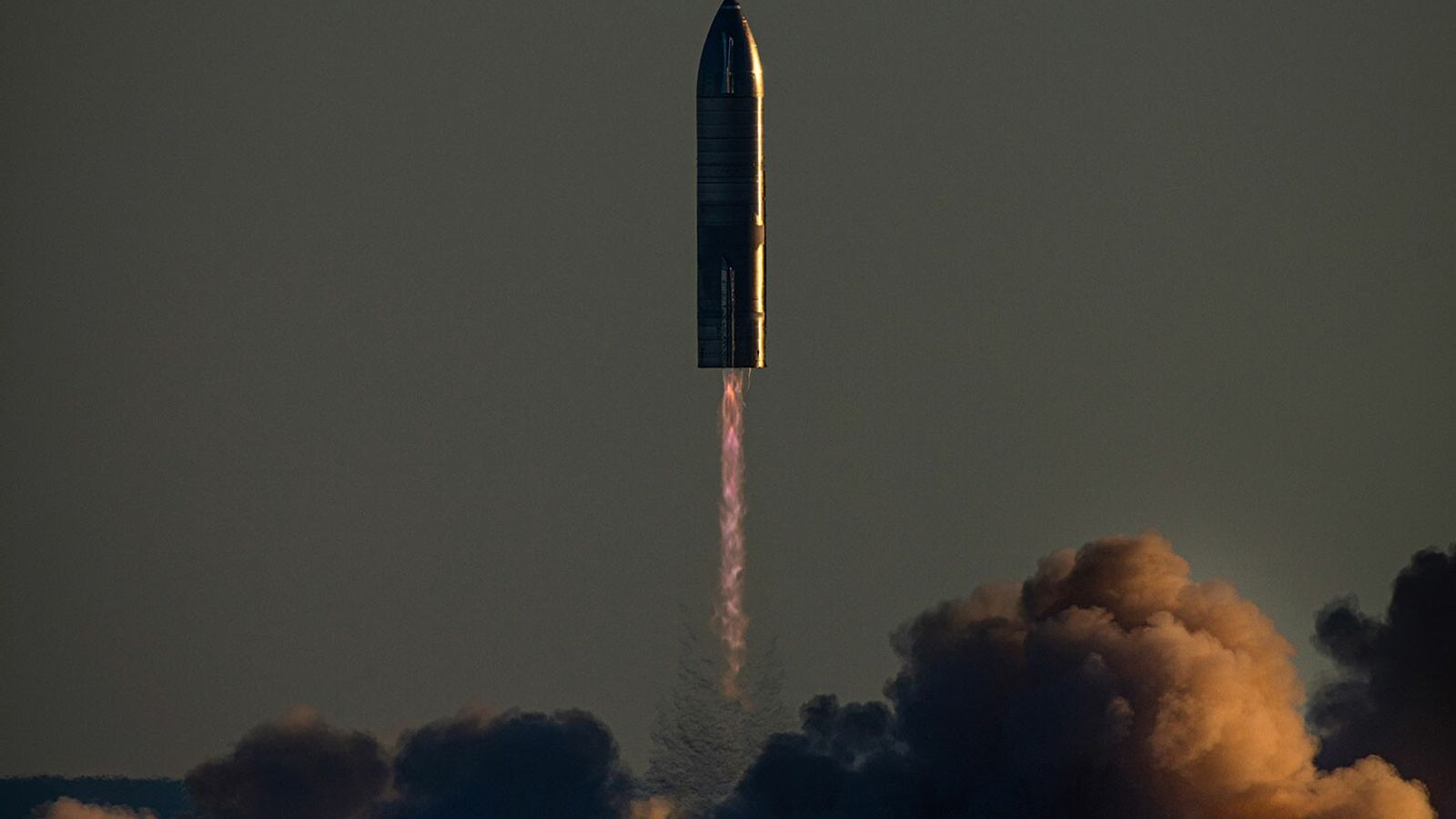 SpaceX's prototype Starship, being built to land on the moon and Mars, takes off over Boca ...