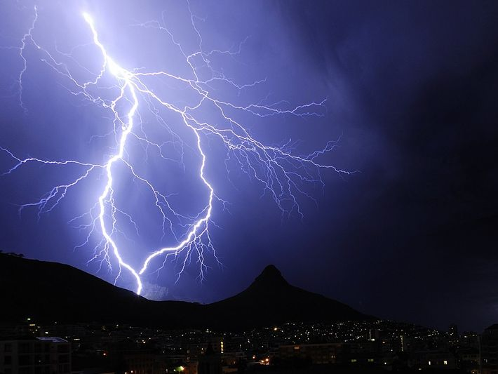 Lightning forks and rejoins itself over Table Mountain and Lion's Head  in Cape Town, South ...