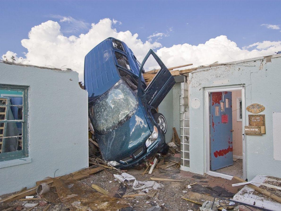 An EF5 tornado threw a van into a hotel in Greensburg, Kansas. An EF5 tornado produces ...