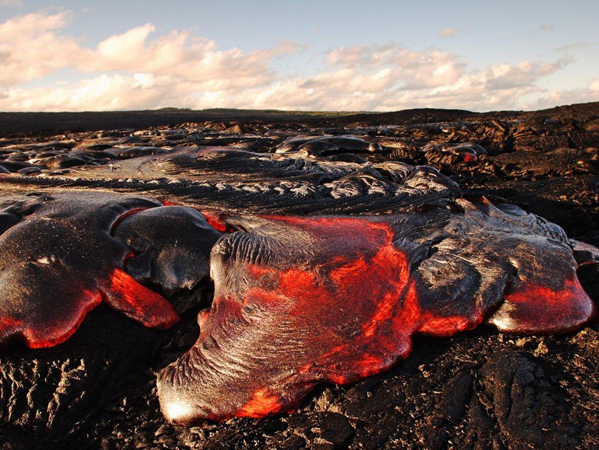 "Pahoehoe lava flows on Kilauea volcano in Hawaii Volcanoes National Park. Unlike aa (pronounced ""ah ah"") ..."