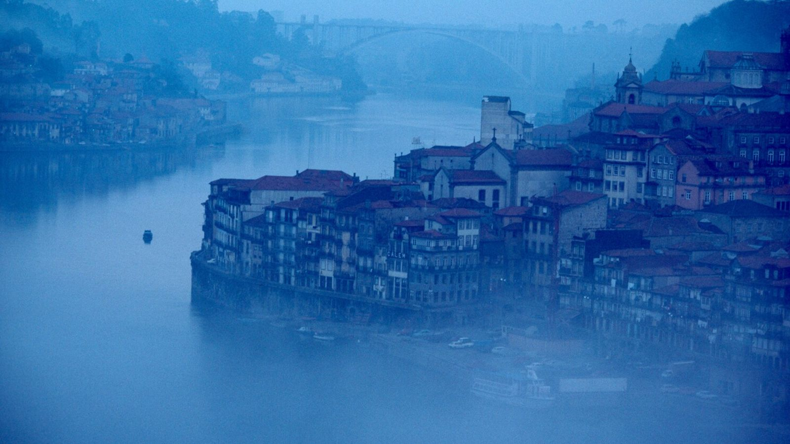 Picture of the city of Porto, Portugal, at the mouth of the Douro River