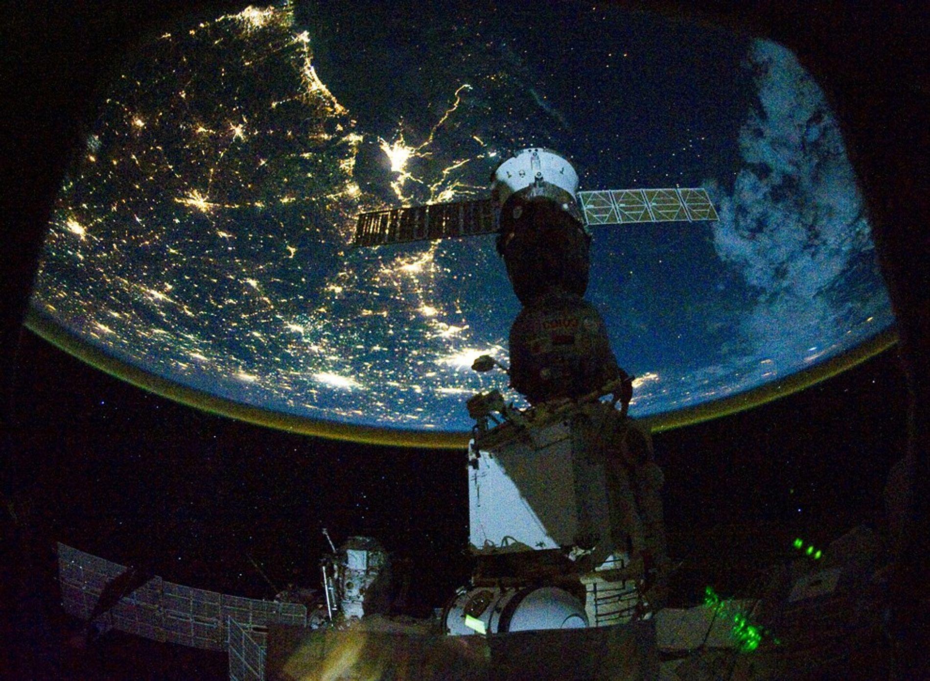 carrington event lights space station