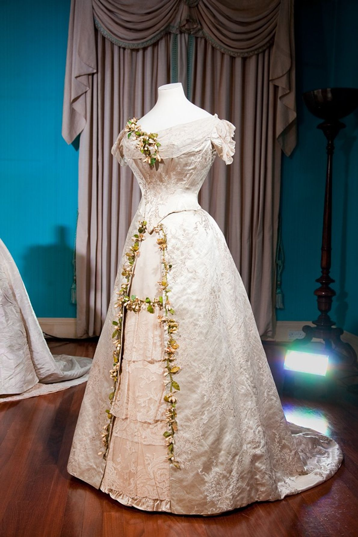 Worn for her wedding to the future King George V in 1893, Princess Mary of Teck's ...