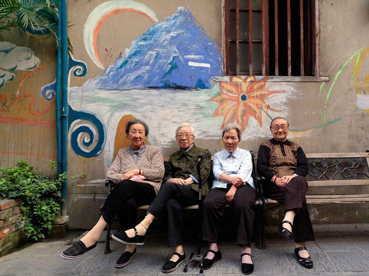 Women, Shanghai