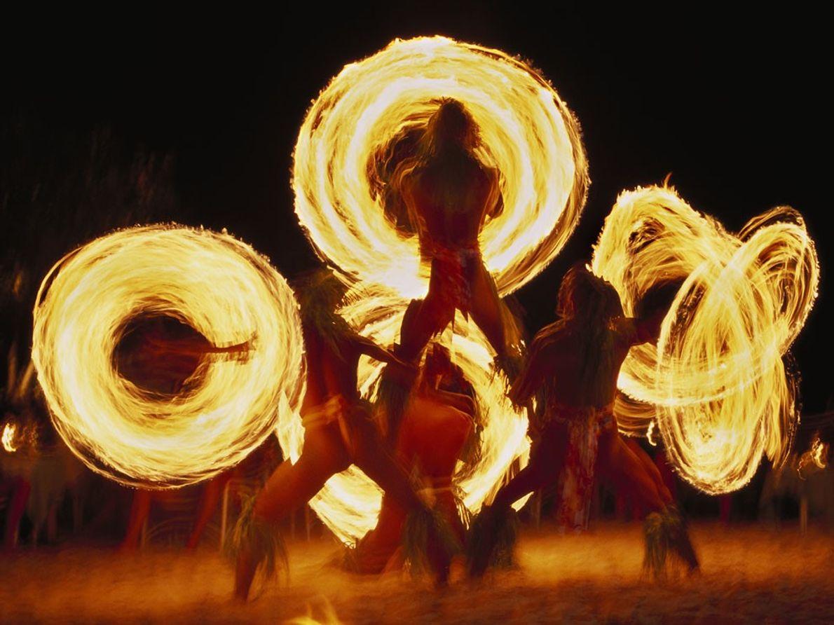 Fire Dancers, Bora Bora