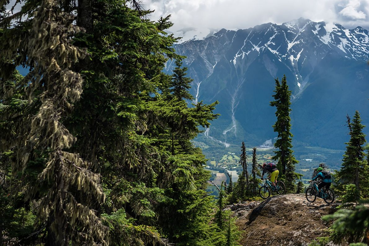 BIKING TRAILS  From spring to autumn, Whistler's peaceful mountain trails and glacier-fed rivers provide the backdrop to ...