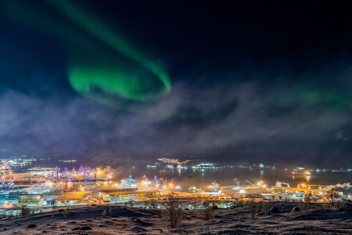 Due to the intense light of the Russian port city of Murmansk, capturing the aurora borealis ...