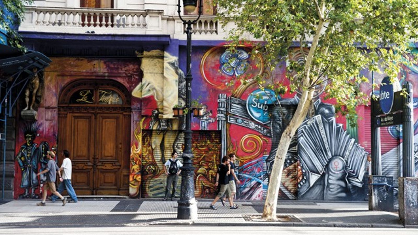 Graffiti in Avenida de Mayo