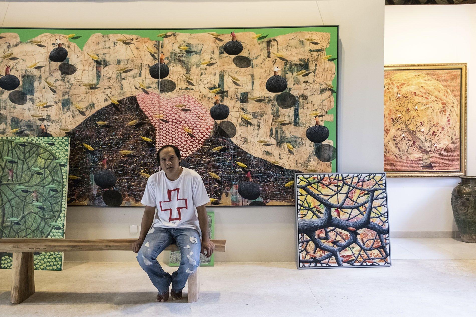 Kenyem in his gallery, Sayan.