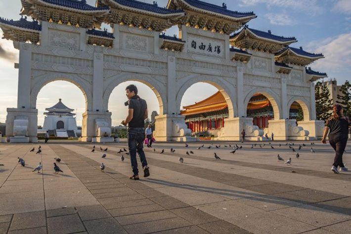 Chiang Kai-Shek Memorial Hall. Image: Duncan Longden
