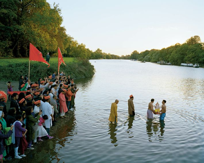 Richmond, South-West London: Hindus from Dollis Hill, North London, immerse Ganesh Murti in the river. The Thames is ...