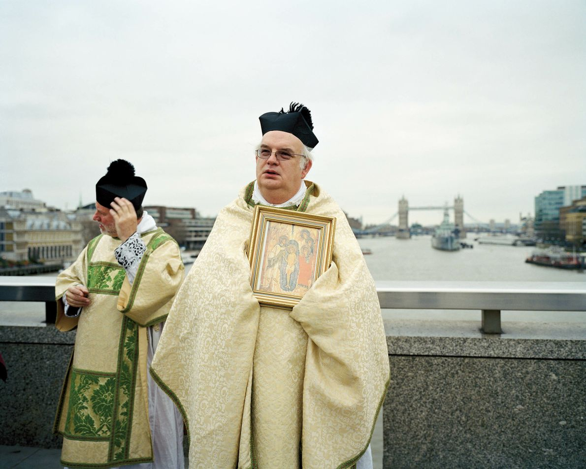 Southwark, London: Congregations of St Magnus the Martyr and Southwark Cathedral meet on London Bridge on Epiphany in ...