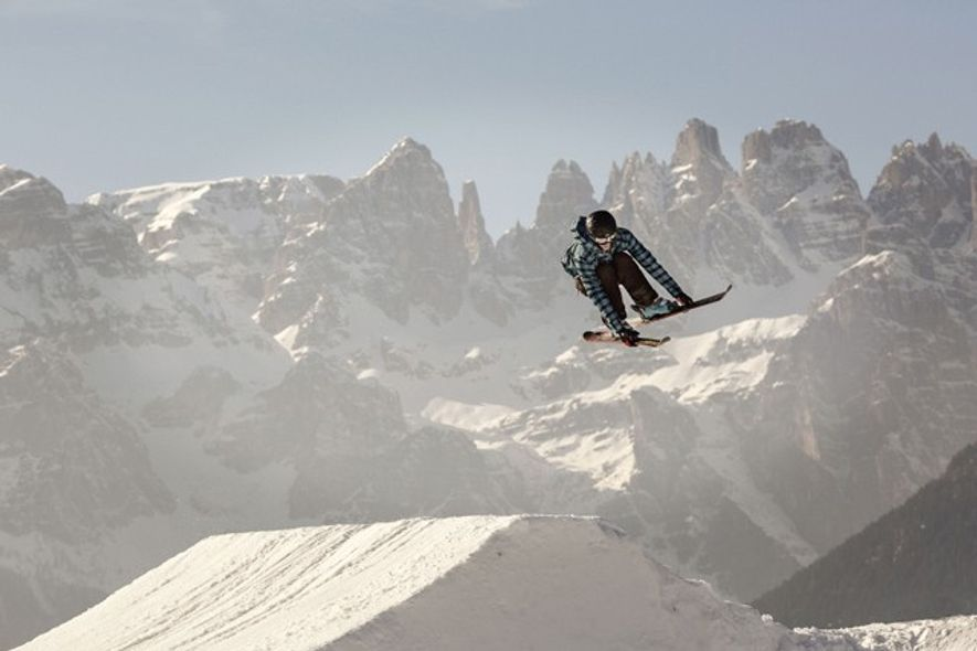 Freestyler in snowpark, Paganella.