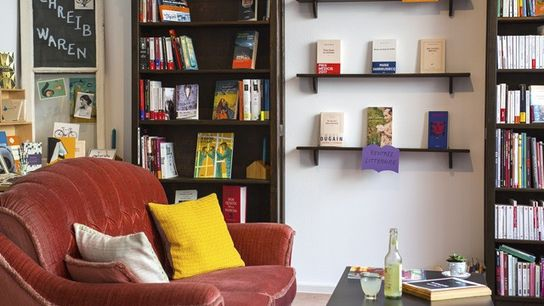 Polylogue - International Bookstore & Cafe.
