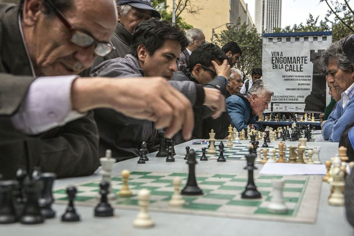 Locals playing chess on Carrera Séptima