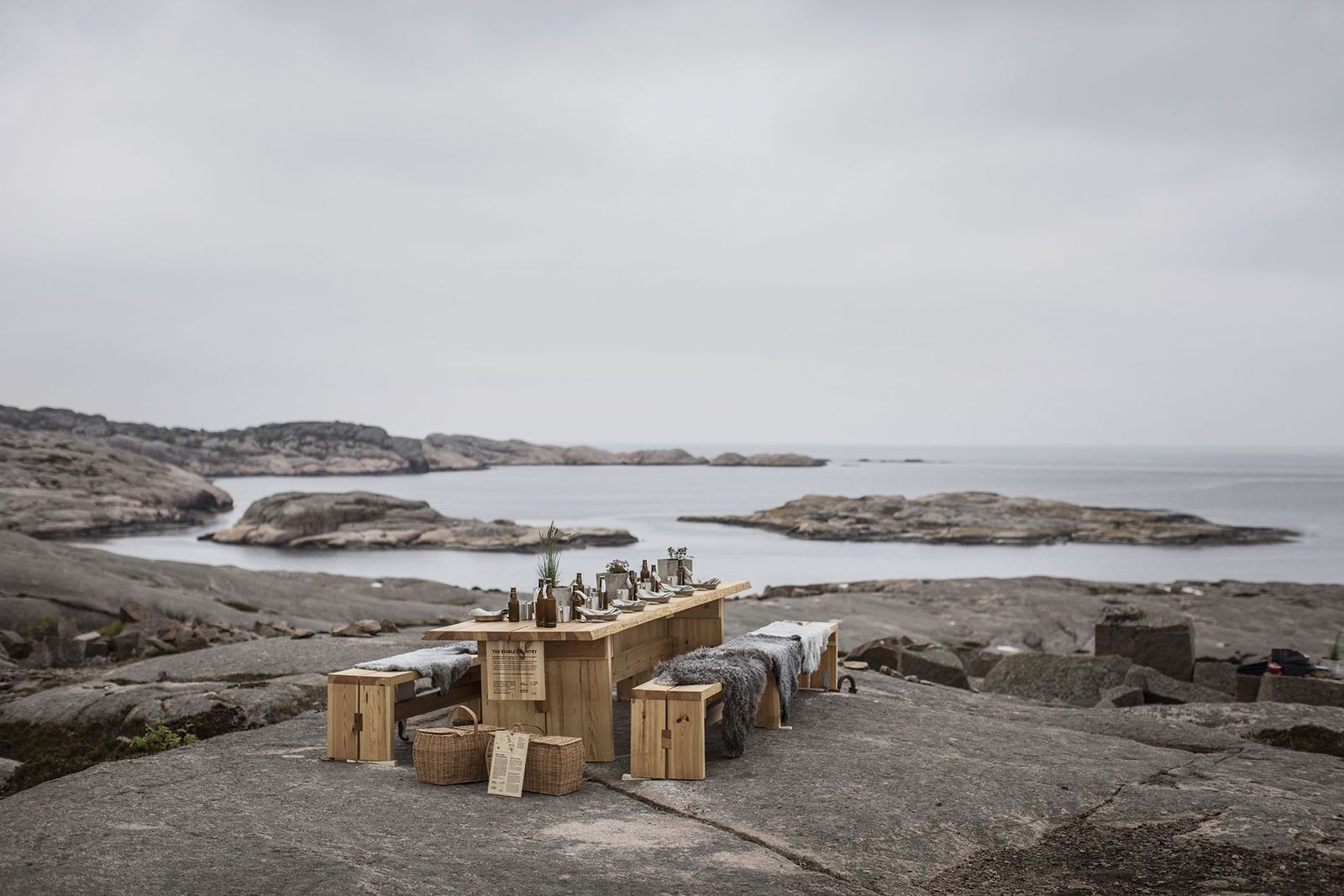 Edible Country picnic table set up with a sea view at Ramsvikslandet.