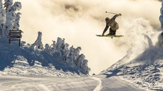 Freestyle skiing at Sun Peaks Resort, British Columbia, Canada. Image: Destination BC/Ryan Creary