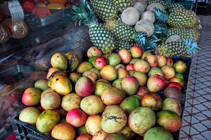 Mangos at a market. Image: Getty
