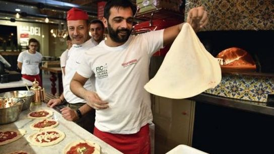 Pizza makers at FICO Eataly World